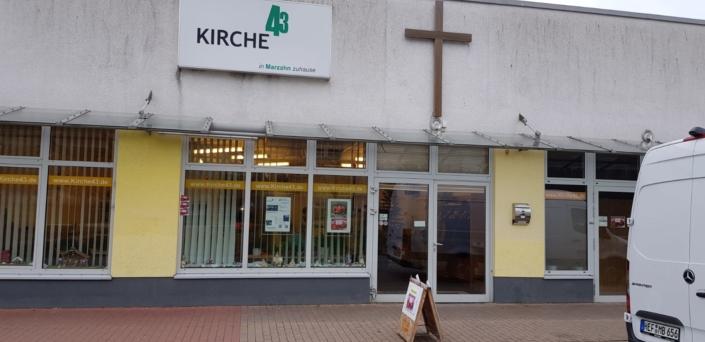Eingangsbereich der Kirche 43 in Berlin Marzahn