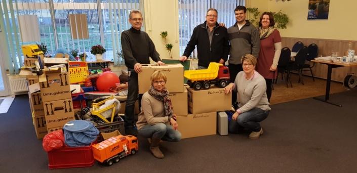 Mitglieder des CHD bei der Spendenübergabe